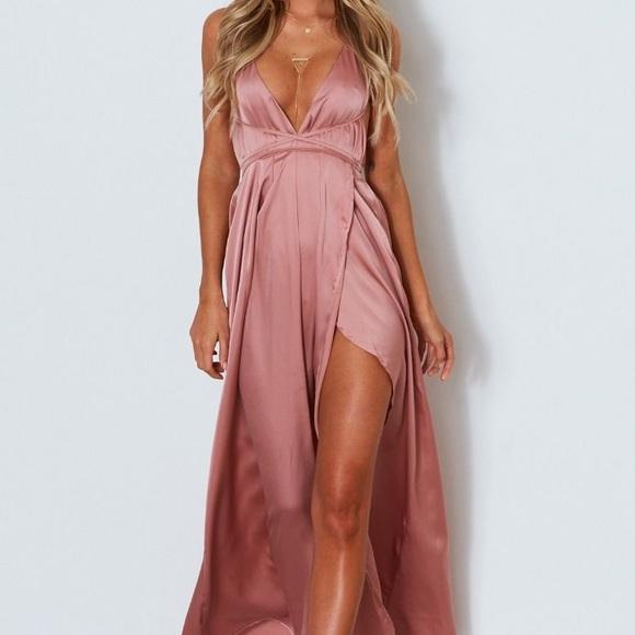 b4411c267da Akela Maxi Dress - Dusty Pink. M 5c50f1378ad2f98f17e99789